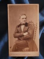 CDV Photo Mulnier à Paris - Second Empire Homme Assis Bras Croisés ( Mr Julienne Né à Fresnay), Vers 1860-65 L425A - Anciennes (Av. 1900)