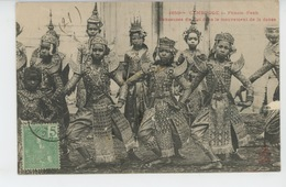 ASIE - CAMBODGE - PHNOM PENH - Danseuses Du Roi Dans Le Mouvement De La Danse - Cambodia