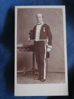 Photo CDV Petit à Amiens  Académicien, Sous Prefet Ou Haut Fonctionnaire Légion D'Honneur  Sec. Empire  CA 1860 - L337 - Anciennes (Av. 1900)