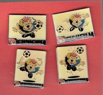 BENELUCKY 2000 COUPE DU MONDE FOOT BALL PUBLICITE FUJI FILM 1998 UEFA TM SERIE DE 4 PINS - Football