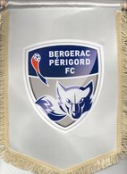 Grand  Fanion Du BERGERAC PERIGORD FC - Habillement, Souvenirs & Autres