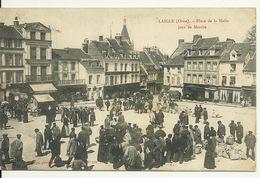 61 - LAIGLE / PLACE DE LA HALLE UN JOUR DE MARCHE - L'Aigle