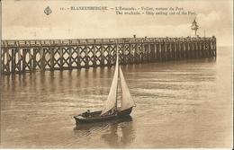 Blankenberghe -- L' Estacade - Voilier Sortant Du Port.   ( 2 Scans ) - Blankenberge