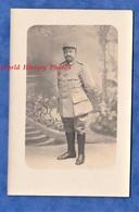 CPA Photo - Portrait Studio D'un Poilu Du 34e Régiment - Voir Uniforme - Officier ? - Guerre 1914-18