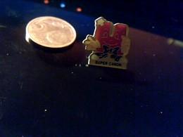 Pin' S Publicitaire  En Metal  Avec Fermoir Ancien Logo Magasin U Super  Calin - Badges