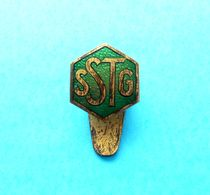 SSTG -  Austria Antique Unkown Sport Enamel Buttonhole Pin Badge Issued 1920's * Football Fussball ?? Osterreich - Badges