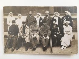 Foto Photo Ak Soldats Francaise Blessee Soeur Croix Rouge Cosaque Russie Russe ? Couteau Kazak 100 109 - Guerre 1914-18