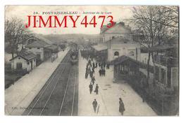 CPA - FONTAINEBLEAU Intérieur De La Gare, Bien Animée En 1916 - 77 Seine Et Marne - Edit. Dulac N°56 - Scans Recto-Verso - Stations With Trains