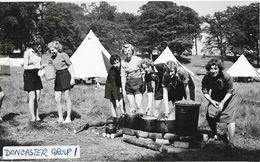 Scoutisme, Women (femmes) - Doncaster Group (Miss Codling's Group) - Carte-photo Non Circulée - Scoutisme