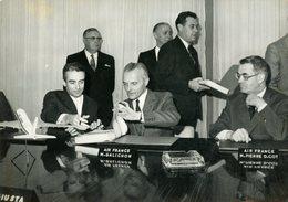 6 AIRBUS A 300  Commandés Par  AIR FRANCE . GALICHON  Et PIERRE D.COT  Pour Contrat  En 1971 - Aviation
