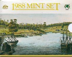 AUSTRALIA, 1988 UNC COIN SET IN FOLDER - Mint Sets & Proof Sets