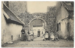 LOIRET  GIEN - Un Coin De La Rue Vieille-Boucherie - Gien