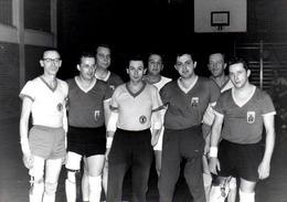 Photo Originale Handisport En 1966 - Equipe V.S.V. Prothèses Et Handicap Divers Mais Rage De Vaincre Intact ! - Sports