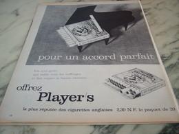ANCIENNE PUBLICITE POUR UN ACCORD PARFAIT  CIGARETTE   PLAYER S 1960 - Tabac (objets Liés)