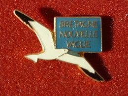 PIN'S OISEAU  -  MOUETTE - BRETAGNE NOUVELLE VAGUE - Animaux