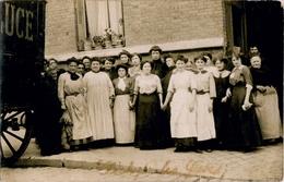 """92. HAUTS DE SEINE - Groupe De Femmes.. Légende Manuscrite """"Clichy - Les Grèves"""". A Identifier. - Clichy"""