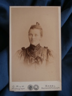 Photo CDV Ruf à Bale  Portrait Belle Jeune Femme Blonde Yeux Clairs  Peigne Dans Les Cheveux  CA 1895 - L427 - Anciennes (Av. 1900)