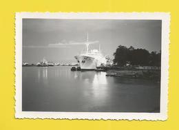 Photo Ancienne Paquebot Embarquant Des Passagers - Bateaux