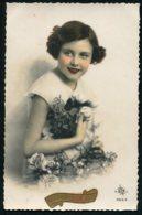 11320  Carte Postale Anniversaire : Jeune Fille Aux Fleurs - Anniversaire