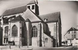 CHAOURCE - L'ABSIDE DE L'EGLISE ST JEAN BAPTISTE - BEAU PLAN - BELLE CARTE PHOTO, A DROITE, LA RUCHE MODERNE - 2 SCANNS! - Chaource