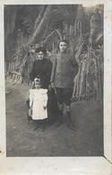 Carte Photo Ancienne : Famille à La Campagne (non Identifiée) - Généalogie
