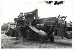 5 PHOTOS -Moissonneuse Batteuse Massey Fergusson- Et Attelage Avec Tracteur Même Série.Photog. De ST- Herblain. - Saint Herblain