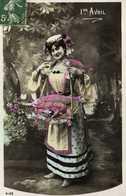 1er Avril Jeune Femme Portant Un Poisson Et Une Langouste  RV - 1er Avril - Poisson D'avril
