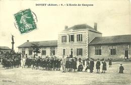 DOYET (03)  - L' Ecole De Garçons - Otros Municipios
