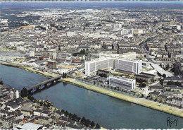 NANTES VUE AERIENNE SUR LES QUARTIERS DU CENTRE AU PREMIER PLAN LE C H U (hôpital) Circulée Timbrée 1969 - Nantes