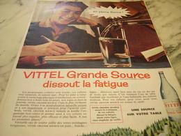 ANCIENNE PUBLICITE DISSOUT LA FATIGUE AVEC VITTEL  1960 - Affiches