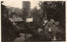 PHOTO ALLEMANDE - OFFICIER DANS UNE TRANCHEE PRES VAUXAILLON CHEMIN DES DAMES 1917 -  GUERRE 1914 1918 - 1914-18