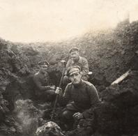 PHOTO ALLEMANDE - OFFICIERS DEVANT UNE TRANCHEE PRES VAUXAILLON CHEMIN DES DAMES 1917 -  GUERRE 1914 1918 - 1914-18