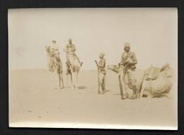 Egypte Egypt A La 2ème Cataracte Bédoins Avec Fusil Chameau - Photo Ancienne Albuminée 8,5X11,5cm Env - Afrika