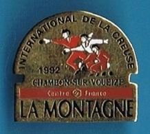 1 PIN'S //  ** CHAMBON-SUR-VOUEIZE / INTERNATIONAL DE LA CREUSE 1992 // LA MONTAGNE ** - Pétanque