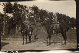 PHOTO ALLEMANDE - OFFICIERS ARTILLEURS BAVAROIS A CHEVAL A BARLEUX PRES DE HERBECOURT SOMME -  GUERRE 1914 1918 - 1914-18