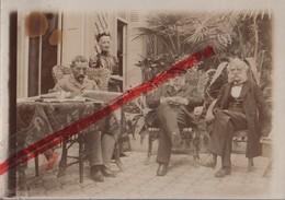 (Oise) Noyon - 60 - Photo Originale : Bonne Maman, L'Oncle Gustave, Bon Papa à Noyon (9 Cm X 6,3 Cm) - Luoghi