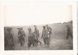 Photo Armée Allemande WW 2 Prisonniers Coloniaux , ROMORANTIN 1940 . - 1939-45