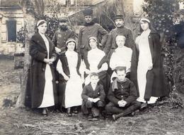 PHOTO FRANÇAISE -  HOPITAL N°34 A VILLERS COTTERETS AISNE FORET DE RETZ - INFIRMIÈRES ZOUAVES ET POILU GUERRE 1914 1918 - 1914-18