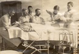 PHOTO FRANÇAISE -  HOPITAL N°34 A VILLERS COTTERETS AISNE FORET DE RETZ - SALLE DES OPÉRATIONS - GUERRE 1914 1918 - 1914-18