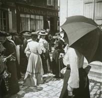 Positif Stéréo . Saint-Amand-Montrond . Le Marché . - Photos Stéréoscopiques