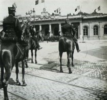 Positif Stéréo . Montpellier 10 Juin 1905 . Le Général Renard Salue Les Délégués Du Ministre à Leur Sortie De La Gare . - Photos Stéréoscopiques