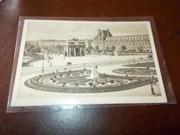 B713  Paris Place Du Carrousel Viaggiata Cm14x9 Piega Angolo - Francia