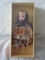 BAMBOLA IN PORCELLANA - PERSONAGGI DELLE FIABE - PICCOLA MAMMIFERAIA - LITTLE MATCH GIRL - LEGGI - Dolls