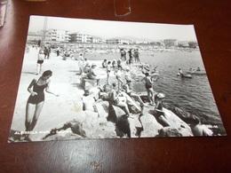 B713  Albissola Mare Spiaggia Residui Colla Sul Davanti - Italia