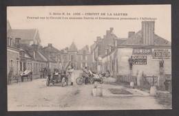 CPA CIRCUIT DE LA SARTHE-1906-Travail Sur Le Circuit:Les Maisons Surcin Et Deschizeaux Procédant à L'affichage-Animée- - Other Municipalities