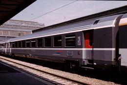 Diapo Diapositive Slide Train Wagon Loco Voiture Corail De 1ère Classe Train Paris Nevers Le 12/05/1998 VOIR ZOOM - Dias