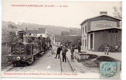 Villeneuve Sur Bellot : La Gare (Vue Intérieure Avec Train, Locomotive En Gros Plan) - France