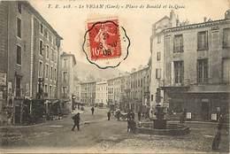 Dpts Div.-ref-AG162- Gard - Le Vigan - Place De Bonald Et Le Quai - Cie Du Soleil - Magasins - Fontaine - Carte Bon Etat - Le Vigan