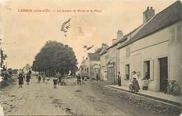 Dpts Div.-ref-AG136- Côte D Or - Ladoix - Le Bureau De Poste Et La Place - Postes - P.t.t. - Voir Description - - France