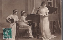 AQ12 Children, 2 Girls And Mother Playing The Violin And Piano (3) - Children And Family Groups